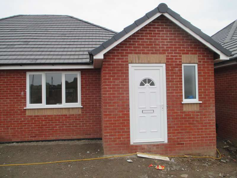 2 Bedrooms Semi Detached Bungalow for sale in Middlemass Hey, Netherley, Liverpool, L27