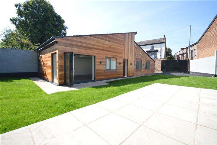 3 Bedrooms Detached Bungalow for sale in Wellesley Road, Princes Park, Liverpool, L8