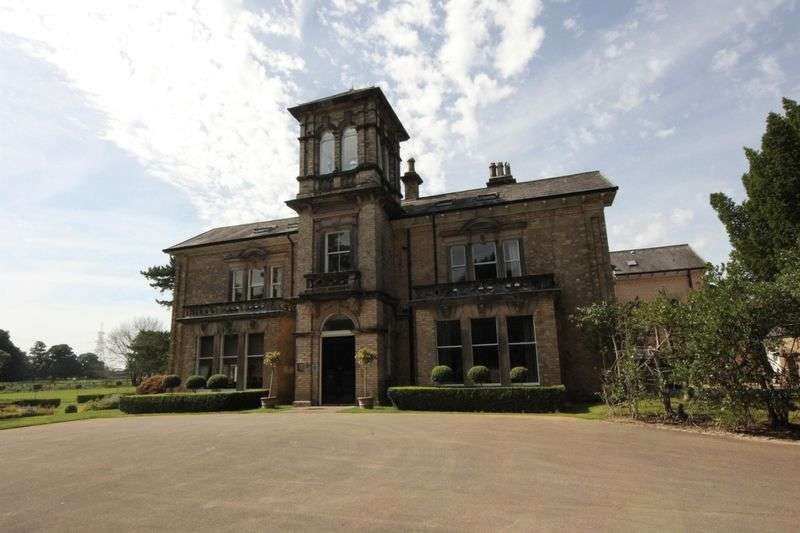 2 Bedrooms Flat for sale in The Lydiate, Birkenhead Road, Willaston