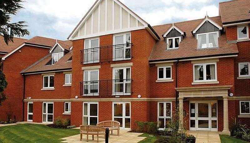 1 Bedroom Flat for sale in Lewis Court, 65 Linkfield Lane, Redhill: NO CHAIN one bed ground floor retirement apartment