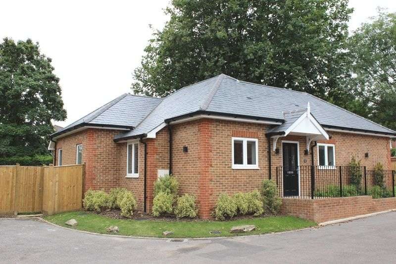 2 Bedrooms Property for sale in Stroude Road, Virginia Water