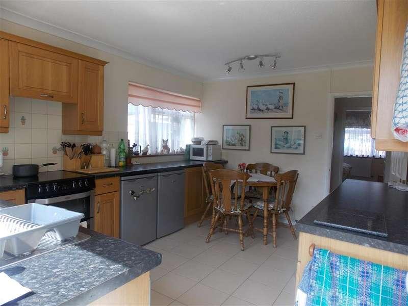 2 Bedrooms Bungalow for sale in Ormesby Crescent, Bognor Regis, West Sussex