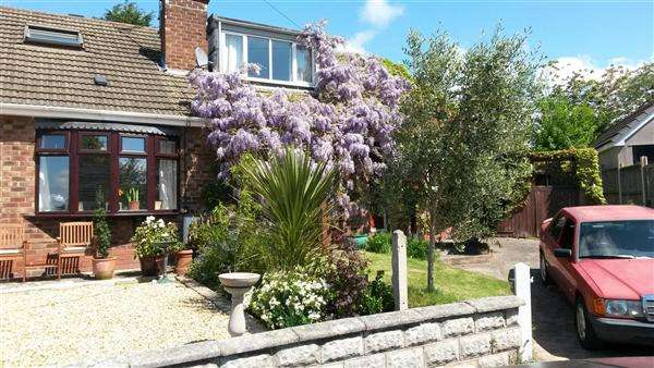 3 Bedrooms Bungalow for sale in Cliffe Road, Little Neston