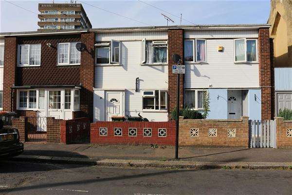 3 Bedrooms Terraced House for sale in Newman Road, Plaistow