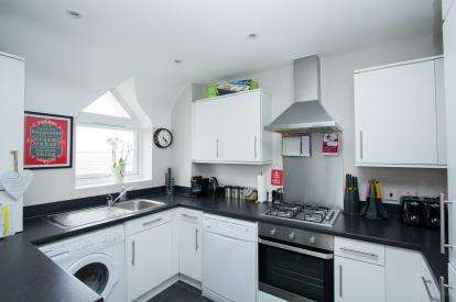 2 Bedrooms Flat for sale in Gardner Court, Studio Way, Borehamwood, Hertfordshire