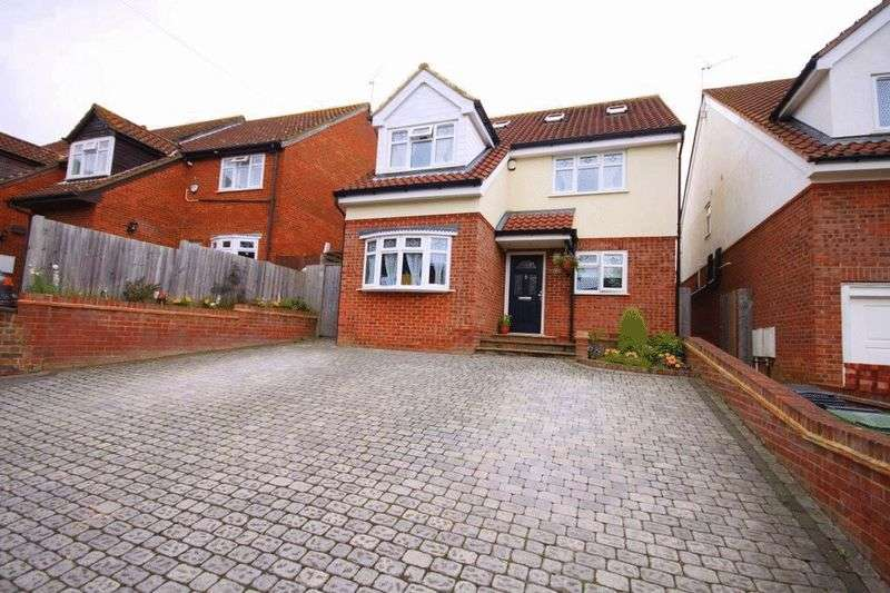 4 Bedrooms Detached House for sale in Edward Court, Waltham Abbey, EN9