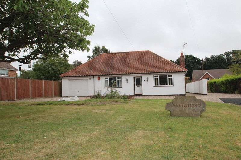 3 Bedrooms Detached Bungalow for sale in Blofield, NR13