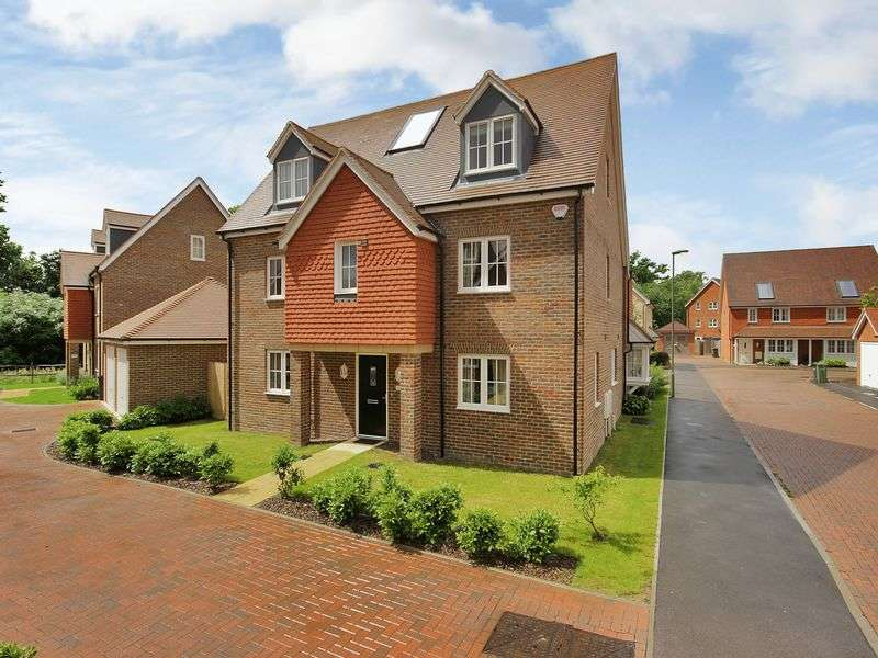 5 Bedrooms Detached House for sale in Railfield, Horley, Surrey
