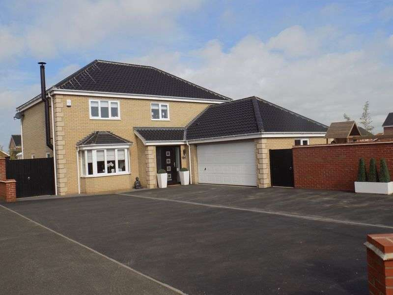 4 Bedrooms Detached House for sale in Kings Drive, Bradwell, Great Yarmouth