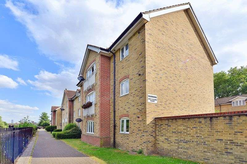 2 Bedrooms Flat for sale in Towpath Walk, Hackney E9