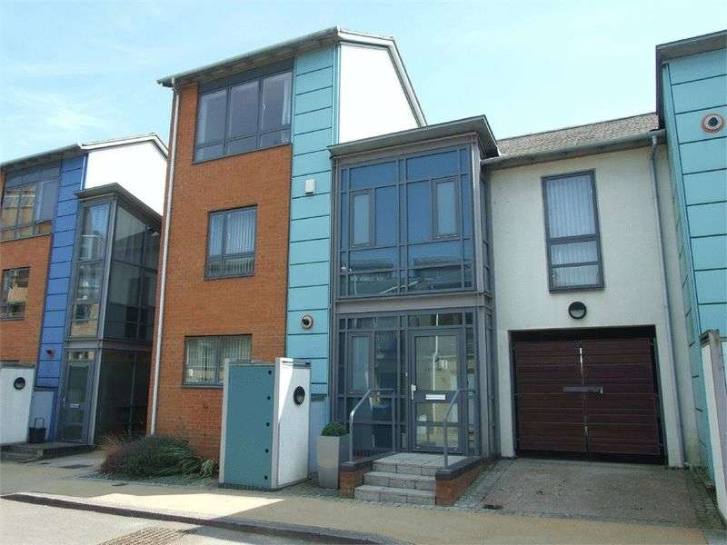 4 Bedrooms Terraced House for sale in Crossway, Harlow