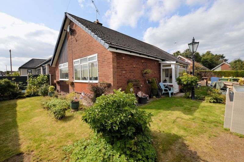 3 Bedrooms Detached Bungalow for sale in Greenfield Close, Bury