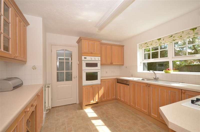 4 Bedrooms Detached House for sale in Larkspur Way, Southwater, Horsham, West Sussex