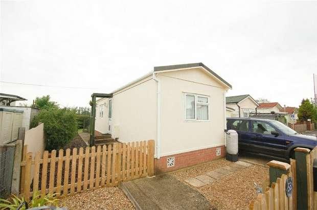 2 Bedrooms Park Home Mobile Home for sale in Whelpley Hill Park, Whelpley Hill, Chesham, Buckinghamshire