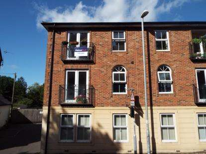 2 Bedrooms Flat for sale in Station Road, Wincanton, Somerset