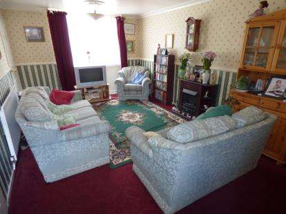 3 Bedrooms End Of Terrace House for sale in Kingswood Road, Nuneaton, Warwickshire