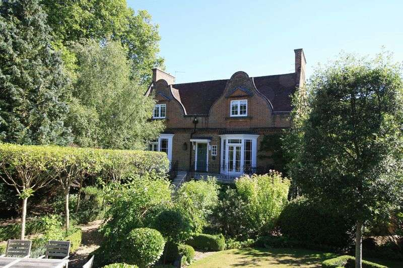5 Bedrooms Semi Detached House for sale in Rectory Road, Maidenhead