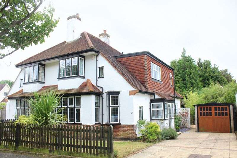 3 Bedrooms Semi Detached House for sale in Village Way, Sanderstead, Surrey
