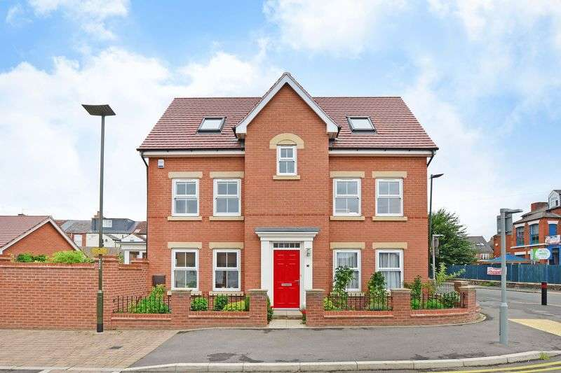 4 Bedrooms Detached House for sale in Spire Heights, Chesterfield