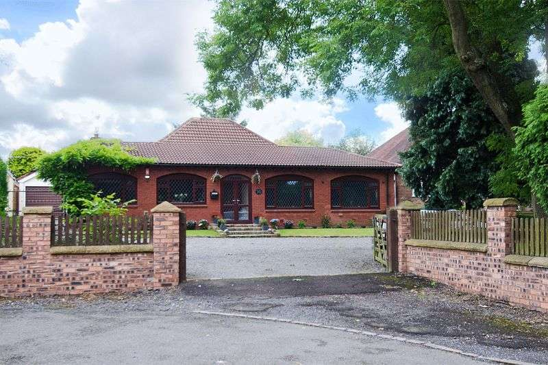 2 Bedrooms Detached Bungalow for sale in Walsall Road, Great Wyrley