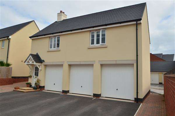 2 Bedrooms Property for sale in Carnac Drive, Dawlish
