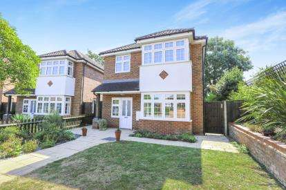 4 Bedrooms Detached House for sale in Hitchin Road, Luton, Bedfordshire