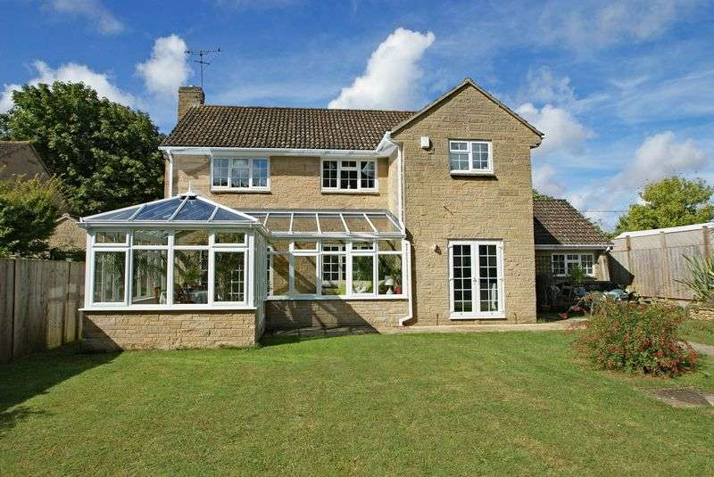 4 Bedrooms Detached House for sale in Milborne Port