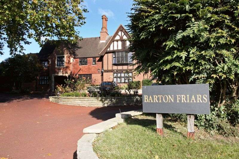 2 Bedrooms Flat for sale in Barton Friars, Chigwell