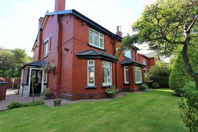 4 Bedrooms Detached House for sale in Radcliffe New Road, Whitefield, Manchester