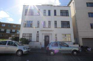 2 Bedrooms Flat for sale in Perry Mansions, Catford Hill, Catford