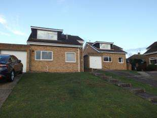 3 Bedrooms Bungalow for sale in Cranleigh Gardens, Whitstable, Kent
