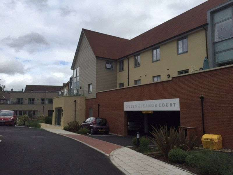 1 Bedroom Flat for sale in Queen Eleanor Court,Salisbury Street, Salisbury: One bed first floor retirement apartment