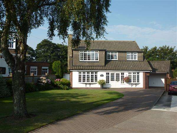 4 Bedrooms Detached House for sale in MIDDLETHORPE ROAD, CLEETHORPES