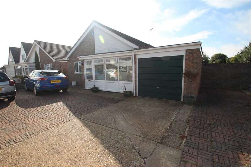 3 Bedrooms Bungalow for sale in Bluehouse Avenue, Clacton-On-Sea