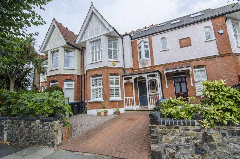 6 Bedrooms Terraced House for sale in Conway Road, Southgate, London. N14