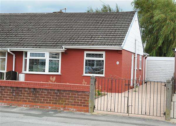 2 Bedrooms Bungalow for sale in 66 Sandy Lane, Irlam, M44 6WJ