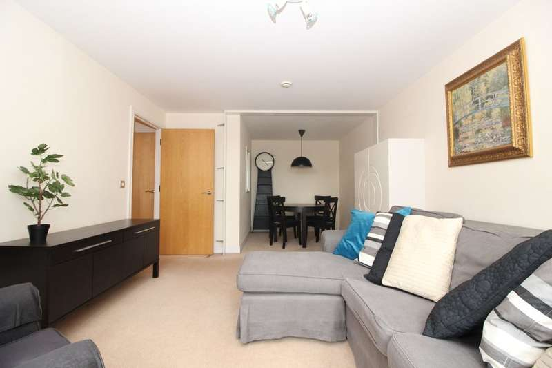 2 Bedrooms Flat for sale in Orchard Place, Southampton, SO14