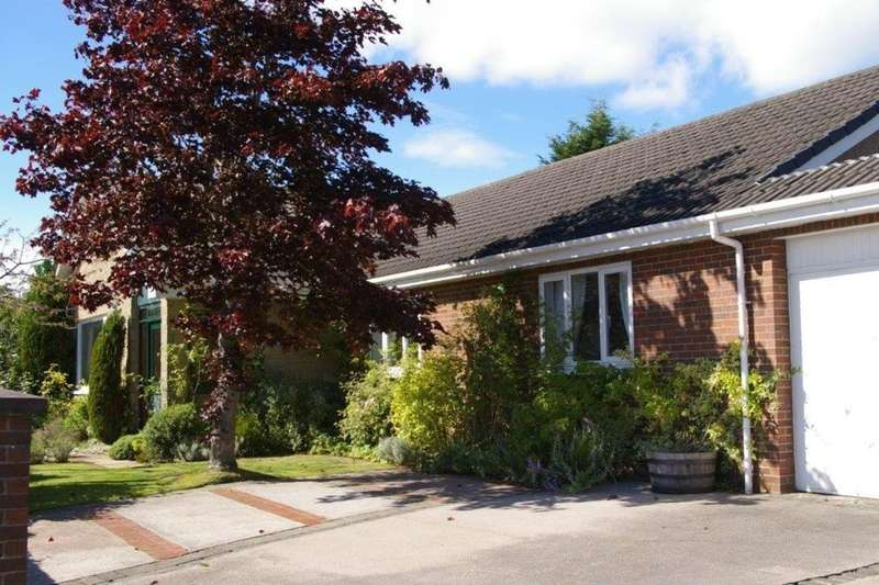 4 Bedrooms Detached Bungalow for sale in West Main Street, Blackburn, EH47