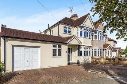 4 Bedrooms Semi Detached House for sale in Rise Park, Romford, Essex