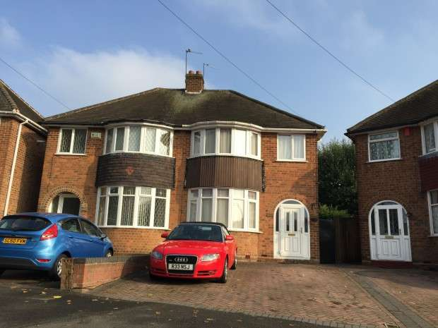 3 Bedrooms Semi Detached House for sale in The Broadway, West Bromwich, B71