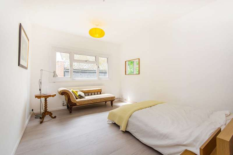 2 Bedrooms Flat for sale in Church Mead, Camberwell, SE5