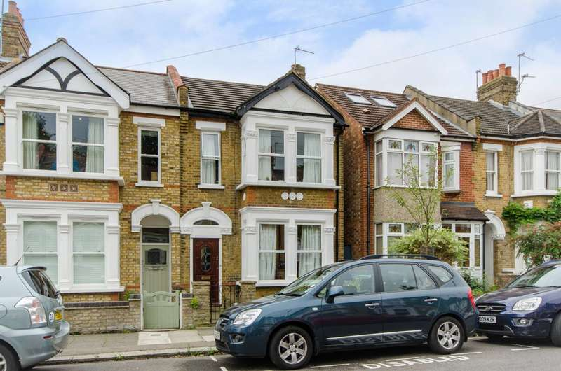 3 Bedrooms House for sale in Holtwhite Avenue, Chase Side, EN2
