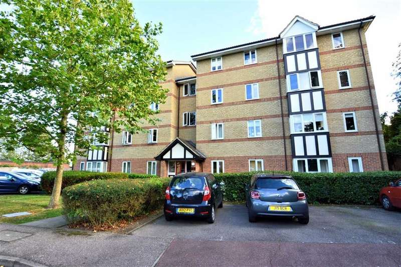 2 Bedrooms Flat for sale in Woodland Grove, Epping