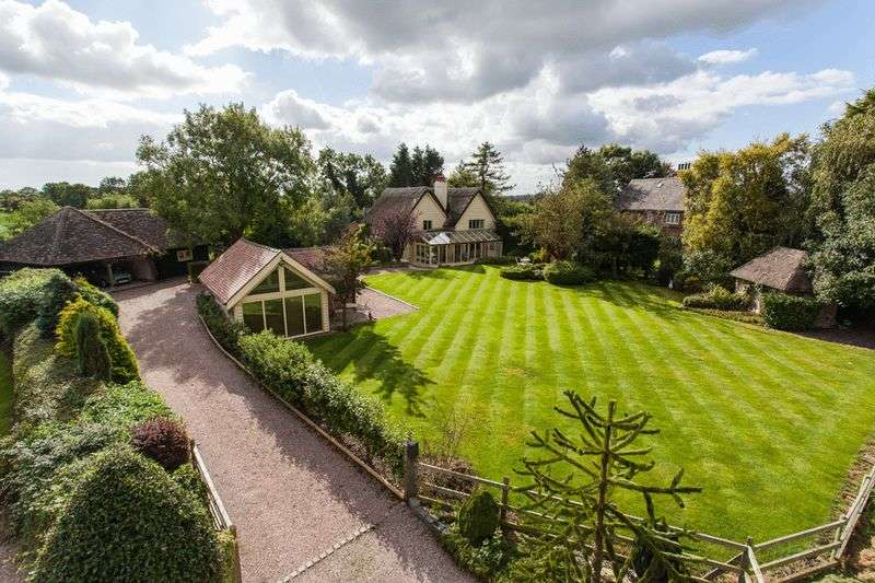 4 Bedrooms Detached House for sale in Hollywell Cottage, Wrexham Road, Faddiley, Near Nantwich