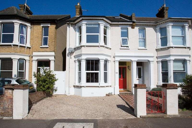 3 Bedrooms Semi Detached House for sale in Lancaster Gardens, Southend-On-Sea