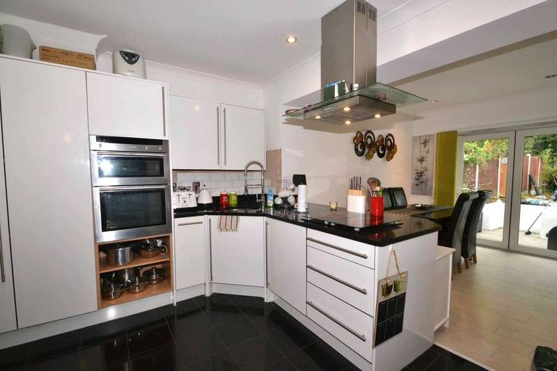 4 Bedrooms Semi Detached House for sale in Scott Road, Grays, Essex, RM16