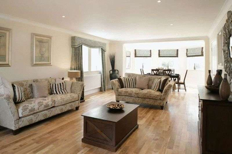 4 Bedrooms Detached House for sale in Woolmill Place, Mauchline