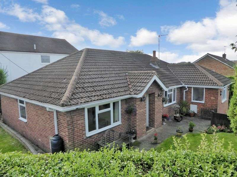 4 Bedrooms Detached Bungalow for sale in Lockhart Close, Dunstable