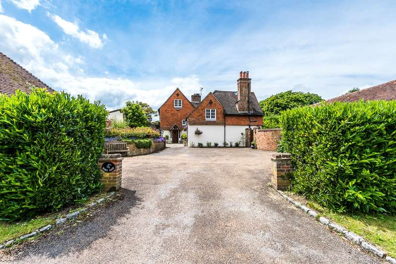 5 Bedrooms Detached House for sale in Home Farm Close, Betchworth, RH3