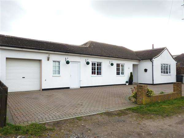 3 Bedrooms Detached Bungalow for sale in MILESTONES, OLD PLUMTREE LANE, NORTH THORESBY, GRIMSBY
